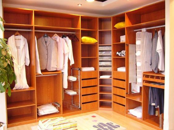 Walk-in closet con forma de L